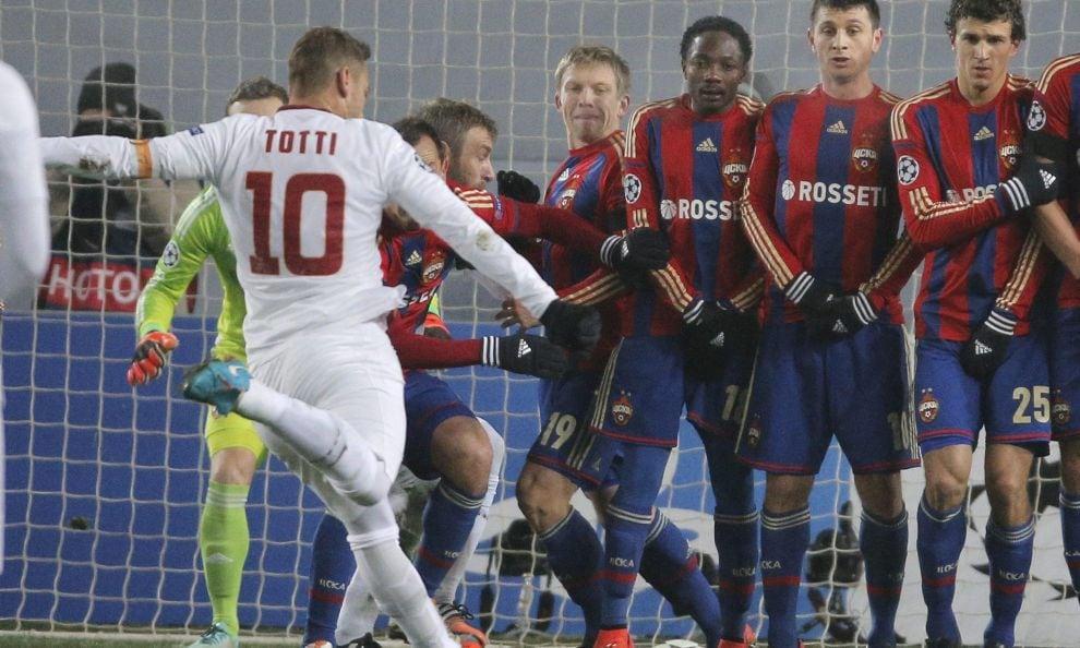 Totti segna, la Roma regala. Ora deve battere il City