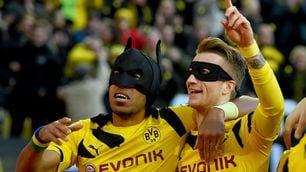 FOTO Aubameyang e Reus esultano travestiti da Batman e Robin