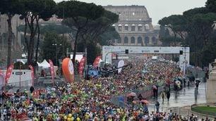 FOTO Maratona di Roma, trionfa Degefa sotto la pioggia
