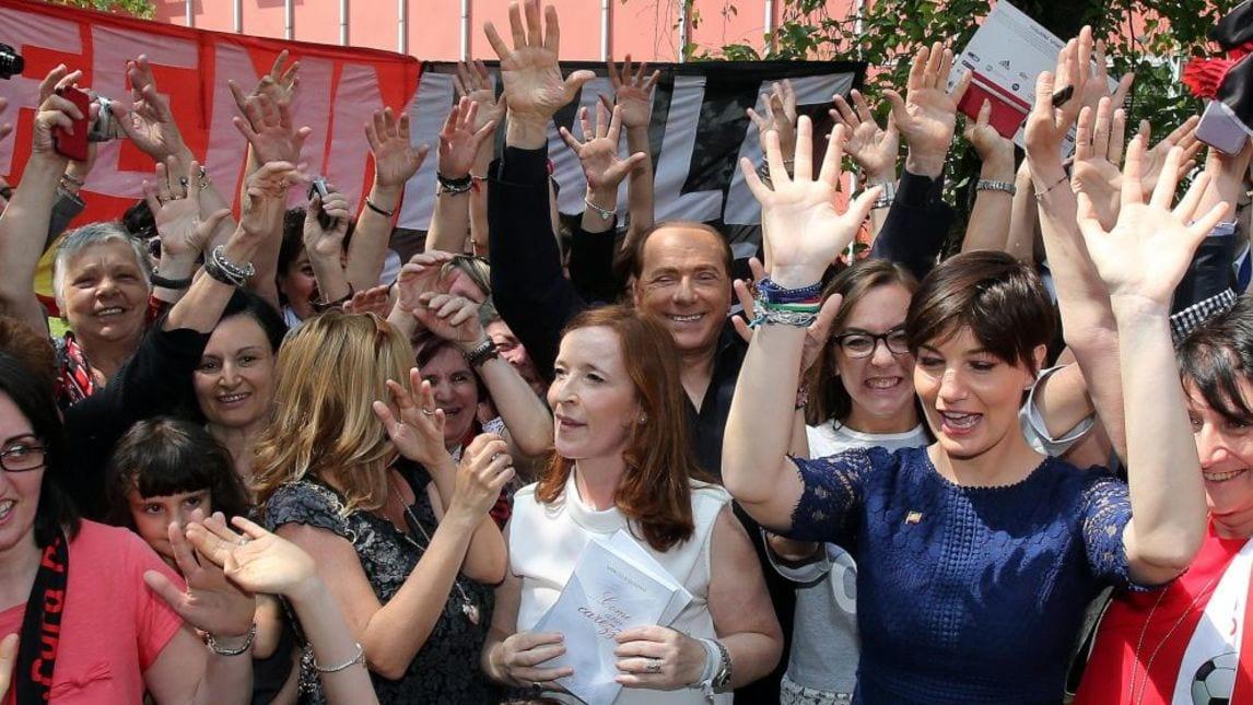 Foto berlusconi in visita al milan club femminile di - Cerco casa saronno ...