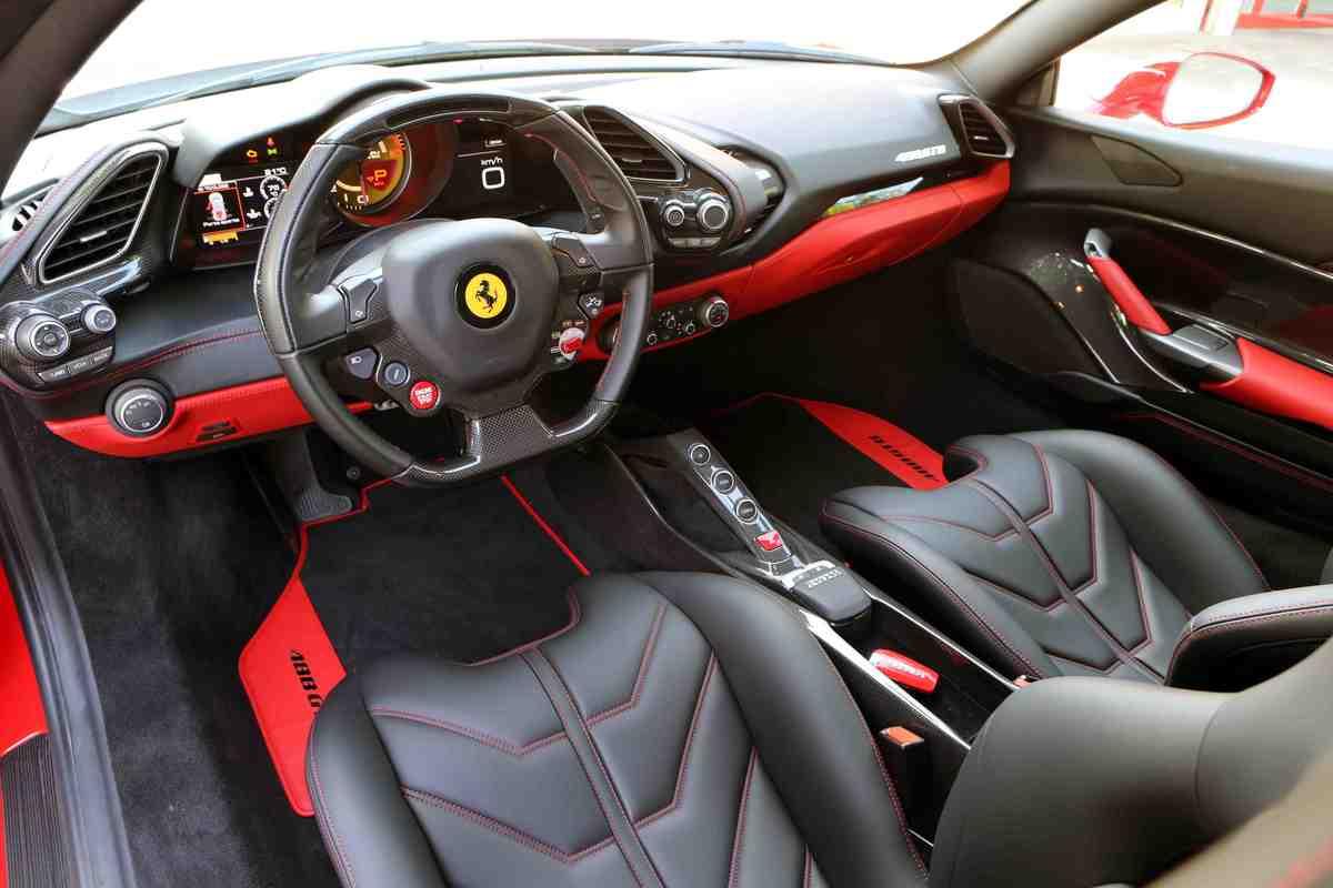 Ferrari 488 GTB: le foto in pista
