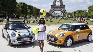 Tennis, Serena in bianco ai piedi della Torre Eiffel