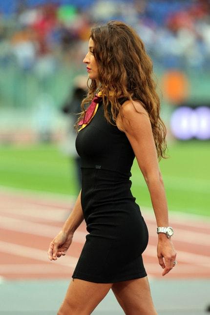 Roma-Palermo, le hostess giallorosse illuminano l'Olimpico