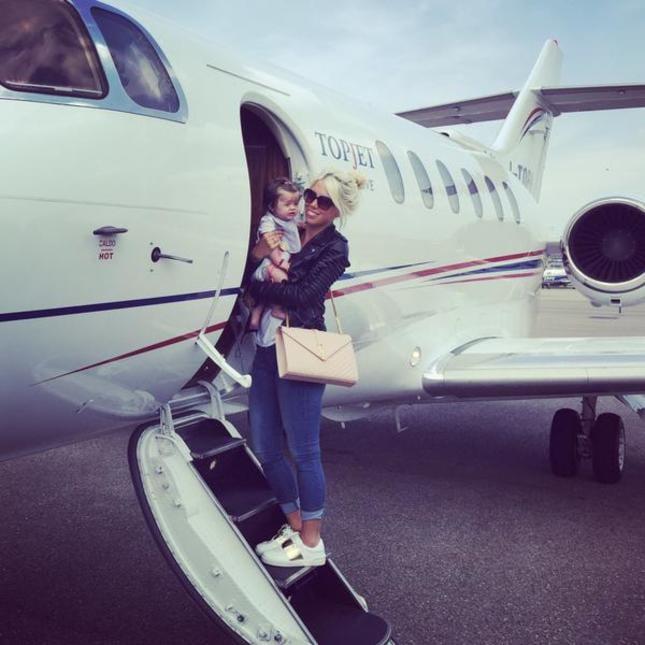 Jet Privato Icardi : Wanda e icardi jet privato per le vacanze in famiglia