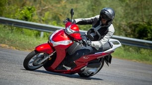 Honda SH300i ABS: foto dinamiche