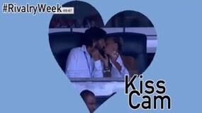"""Pirlo e la fidanzata """"pizzicati"""" dalla kiss cam dello Yankee Stadium"""