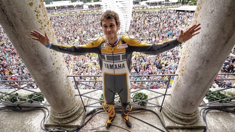 Rossi a Goodwood: che spettacolo con Yamaha e la Mazda 787 B