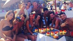 Ibiza è giallorossa: Nainggolan, che festa con la moglie!