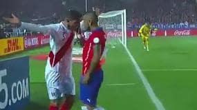 Vidal, manata a Zambrano. L'arbitro sorvola