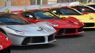 """Roma, passione Ferrari con la """"Cavalcata"""""""