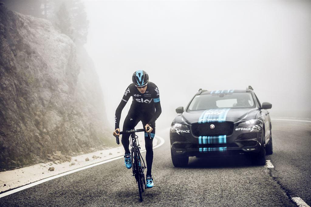 Jaguar F-Pace, il nuovo SUV al Tour de France