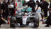 F1, Silverstone: Hamilton domina per la pole