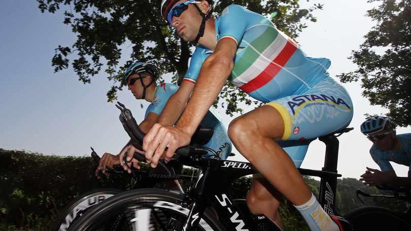 """Nibali: lo """"Squalo"""" con le moto nel cuore"""