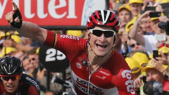 Tour de France, a Greipel la seconda tappa. Cancellara maglia gialla