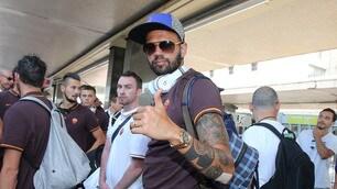 Roma a Termini: autografi e selfie con i tifosi