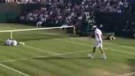 """Tennista """"abbattuto"""" dal fratello durante il doppio"""
