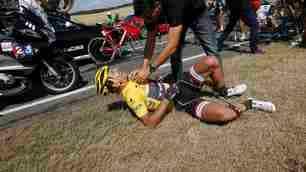 Maxi incidente al Tour: Cancellara lascia VIDEO