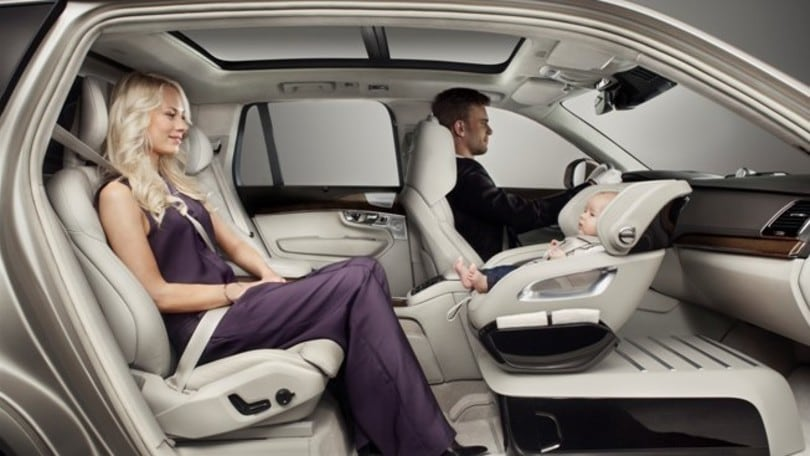 Volvo inventa il super segiolino auto. Video