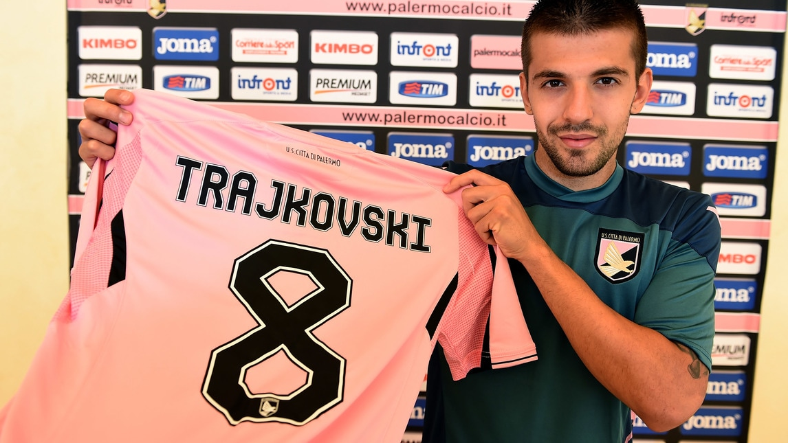 Alex with his new shirt; photo: US Palermo