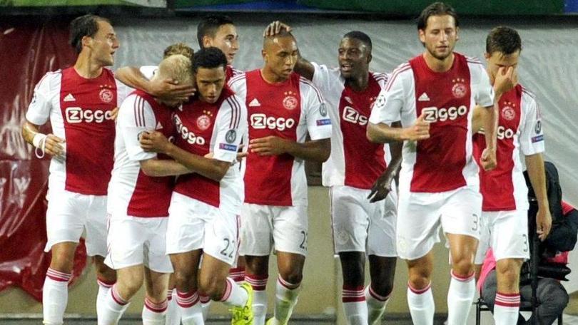 L'ex Roma Emanuelson si allena con l'Ajax