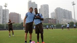 Lazio in campo a Shanghai, allenamento sotto i grattacieli