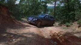Bentley Bentayga le immagini del primo super SUV della Casa
