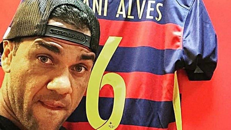 Barcellona, a Dani Alves la '6' di Xavi