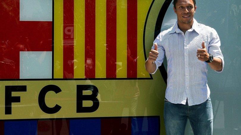 Niente Roma. Adriano rinnova con il Barça