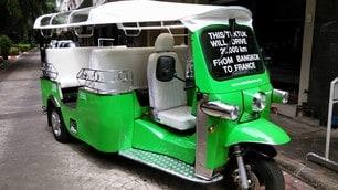 Dalla Francia alla Thailandia: 20.000 km con un tuk-tuk elettrico