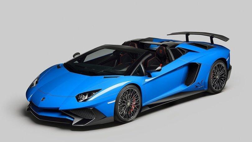Lamborghini Aventador Superveloce Roadster: la cabrio da 350 km/h