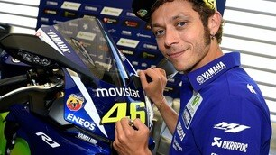 Yamaha R1 firmata da Rossi all'asta per beneficienza