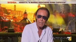 Venditti canta l'inno della Roma in diretta tv