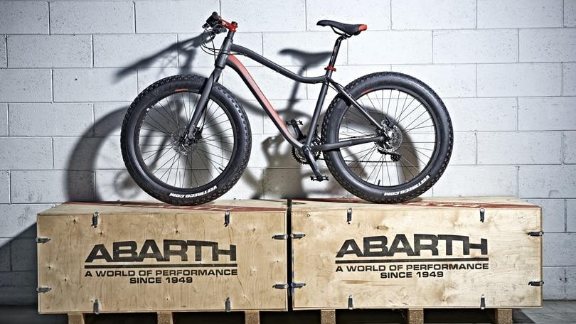Abarth: lo Scorpione pedala in mountain-bike