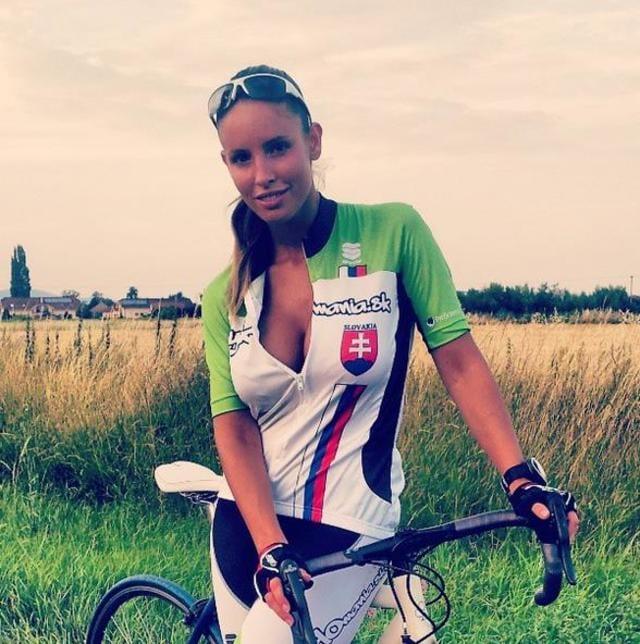 Lucia Javorcekova Calendario 2020.Javorcekova Tifa Hamsik La Ciclista Piu Sexy D Europa