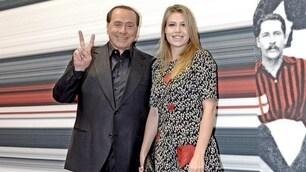 Milan, che look Barbara Berlusconi al fianco di Silvio!
