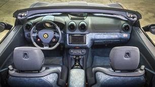 Ferrari California, Lapo Elkann opta per l'abitacolo jeans
