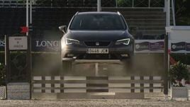 Seat Leon X-Perience sfida il purosangue