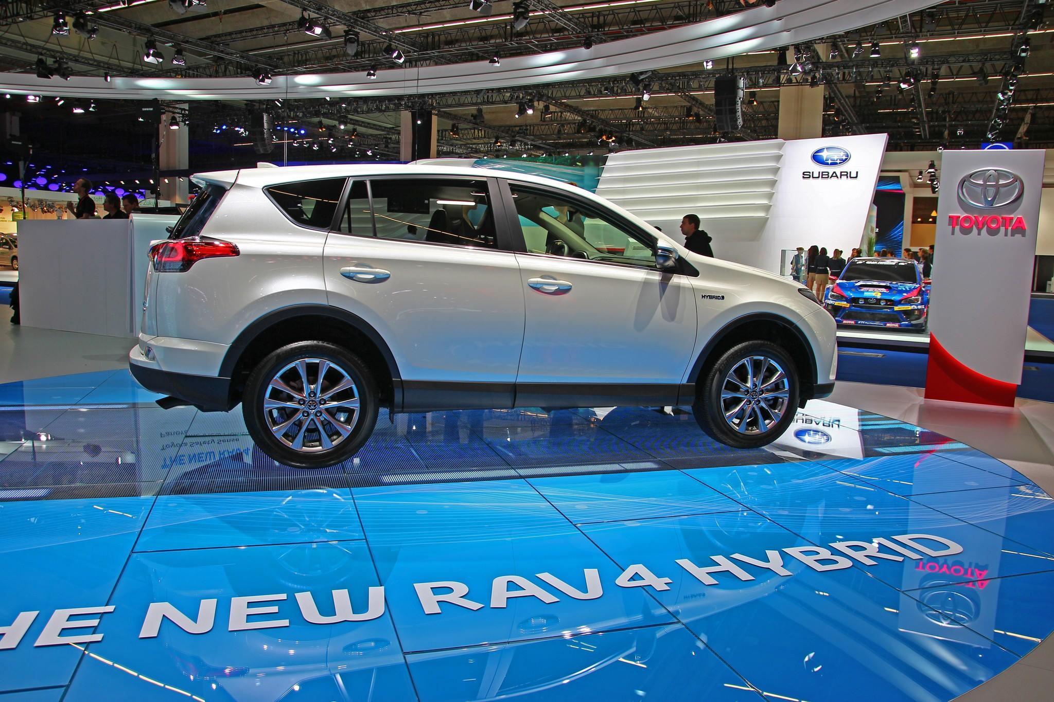 Toyota RAV4 Hybrid, foto e prezzi