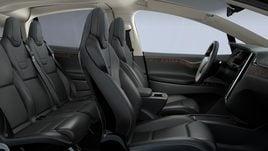 Tesla Model X, le immagini del SUV elettrico