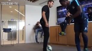 Il freestyler fa impazzire i ragazzi del Manchester City