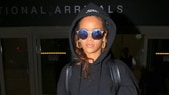 Le foto dello sbarco hip hop di Rihanna all'aeroporto di Los Angeles