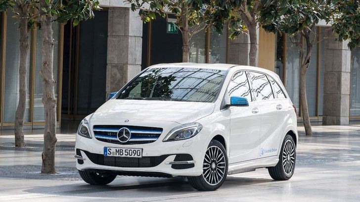 Mercedes Classe B Electric Drive, la Stella green in tour