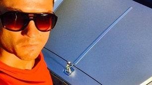 Cristiano Ronaldo e la mania dei selfie in auto