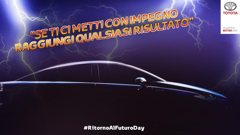 Ritorno al futuro day, Toyota e Smart si punzecchiano