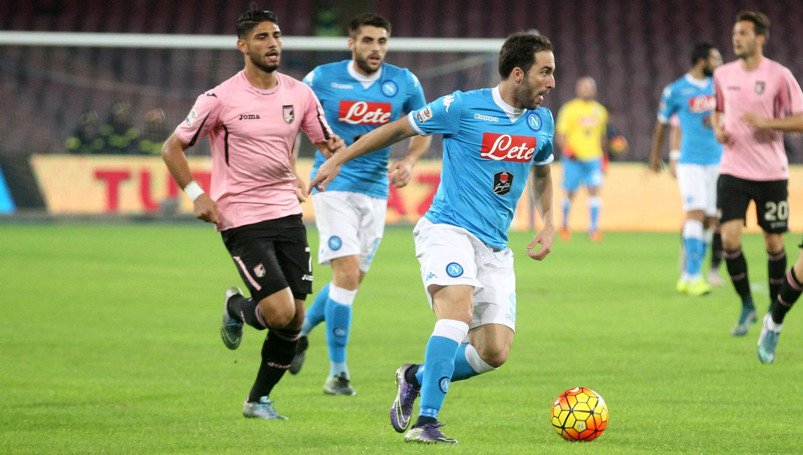 Napoli-Palermo 2-0: trionfo azzurro con Higuain e Mertens