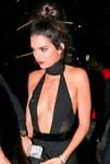 Kendall Jenner, 20 candeline e una scollatura da urlo