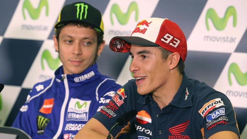 """Rossi, """"siluro"""" a Marquez: non venderà più le sue T-shirt"""