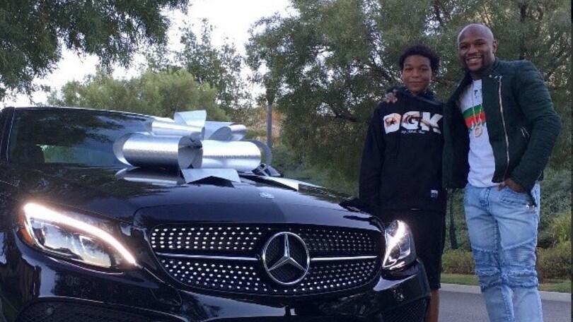 Mayweather esagerato, Mercedes da 250mila euro per i 16 anni del figlio