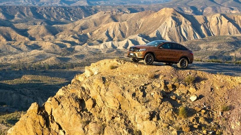 """Mercedes, """"tempesta nel deserto"""" con la gamma SUV"""