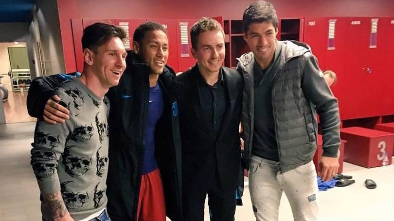 Lorenzo festeggia con Messi la vittoria sulla Roma